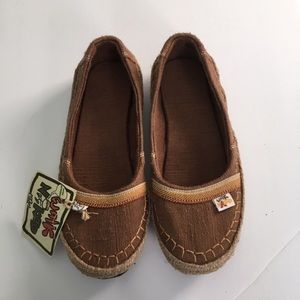 NWT Women's Sole Rebels Slip On Shoes